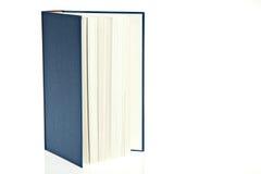 Buch mit blauer Abdeckung Stockfotos