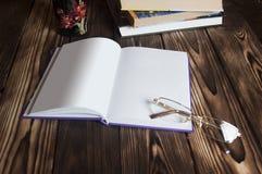 Buch mit Leerseiten Lizenzfreie Stockbilder