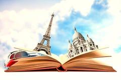 Buch mit Monumenten von Paris Stockfotos
