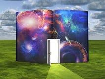 Buch mit Zukunftsromanszene und -offener Tür Stockfotografie