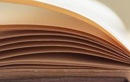 Buch paginiert Hintergrund Stockfotos