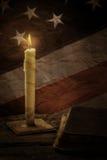 Buch und alte amerikanische Flagge Stockfotografie
