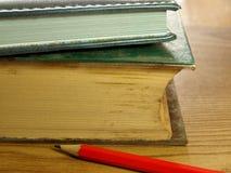 Buch und Bleistift Stockbilder