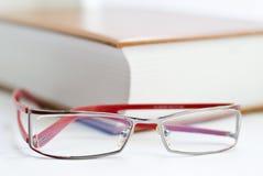 Buch und Gläser Stockbilder