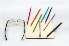 Buch zeichnet Gläser an lizenzfreies stockbild