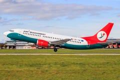 Bucharest Boeing 737 royaltyfri fotografi
