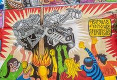 BUCHAREST, CZERWIEC - 21: Graffiti niewiadomymi artystami na Arthur Veron Obrazy Stock
