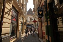 Bucharest - dagliv i den gamla staden royaltyfri fotografi