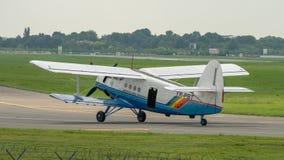 Bucharest internationell flygshowSNEDHET, Antonov AN2 flygplan från rumänsk luftklubbastyrka fotografering för bildbyråer