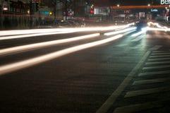 Bucharest natttrafik Arkivfoto