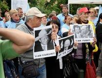 Bucharest-Protestanten vor dem Governement Stockbild