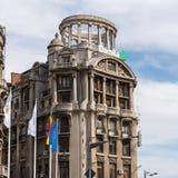 BUCHAREST/ROMANIA - 21 SEPTEMBER: Mening van oude flats in Buc royalty-vrije stock afbeeldingen