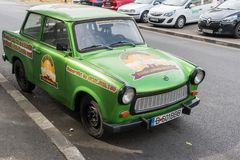 BUCHAREST/ROMANIA - 21 SEPTEMBER: Trabant in Boekarest R wordt geparkeerd dat stock foto