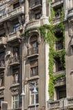 BUCHAREST/ROMANIA - 21 SETTEMBRE: Vista di vecchi appartamenti in Buc immagini stock