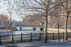 "Bucharest Rumänien †""Januari 10: Dambovita flod Royaltyfri Foto"
