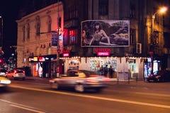 BUCHAREST RUMÄNIEN - APRIL 02: Orientaliska Divan Express shoppar nära Romana Square på April 02, 2015 i Bucharest, Rumänien Arkivbilder