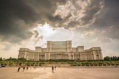 BUCHAREST RUMÄNIEN - Augusti 08: Slott av parlamentet på Augusti, Royaltyfri Foto