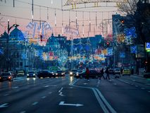 Bucharest/Rumänien - 12/26 2017: Julpynt på Nicolae Balcescu Blvd i Bucharest Arkivfoton