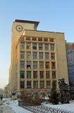 Bucharest Rumänien - modernistisk arkitektur som väntar på återställande Royaltyfri Bild