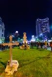 Bucharest Rumänien - November 04, 2015: Några 30.000 personer samlar i gatorna av huvudstaden Bucharest på aftonen Arkivfoto
