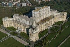 Bucharest Rumänien, Oktober 9, 2016: Flyg- sikt av slotten av parlamentet i Bucharest royaltyfri bild