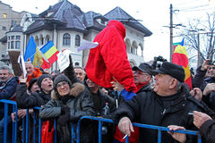 Bucharest Rumänien - protest mot presidenten Klaus Iohannis Arkivbilder