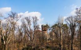 Bucharest Rumänien - 2019 Vlad Tepes slott från Bucharest Carol Park royaltyfri foto