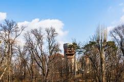 Bucharest Rumänien - 2019 Vlad Tepes slott från Bucharest Carol Park royaltyfria foton