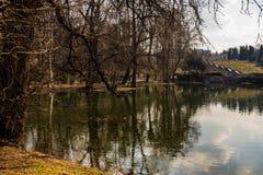 Bucharest, Rumunia - 2019 Carol Park jezioro w Bucharest, Rumunia fotografia stock