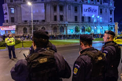 Bucharest Rumunia, Listopad, - 04, 2015: Niektóre 30.000 ludzi zbierają w ulicach kapitał Bucharest na wieczór Zdjęcia Royalty Free