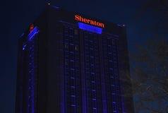 Bucharest, Rumunia: Sheraton hotel nocą Zdjęcia Royalty Free