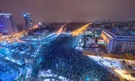 Bucharest Rumunia, Styczeń, - 29, 2017: Tysiąc ludzi maszerowali przez Rumuńskiego kapitału na środowej nocy protestować gove Obraz Stock
