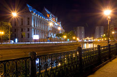 Bucharest vid natt - slott av rättvisa Royaltyfri Foto