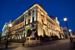 Bucharest vid natten - National Bank av Rumänien royaltyfri fotografi