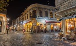 Bucharests härliga tända gator i dontown Arkivfoto