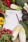 Buchen Sie umgeben mit Gemüse Stockbilder