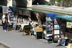 Buchhändler auf dem Seine in Paris Stockfotos