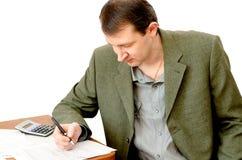 Buchhalter, der im Büro arbeitet Lizenzfreie Stockfotografie