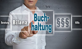 Buchhaltung en la contabilidad alemana, ayuda, avice, resultado final es s Fotos de archivo libres de regalías