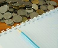 Buchhaltung und Münze lizenzfreie stockfotos