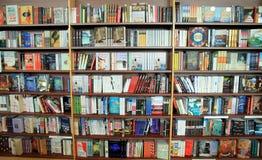 Buchhandlungs-Bücherregal Lizenzfreies Stockbild