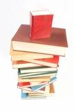 Buchhaufen lokalisiert auf Weiß stockfotografie