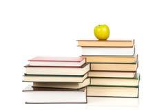 Buchhaufen lokalisiert auf weißem Hintergrund Lizenzfreies Stockbild