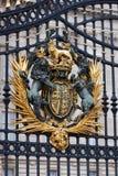 Buchingham Palast-Gatterscheitel Lizenzfreie Stockfotos