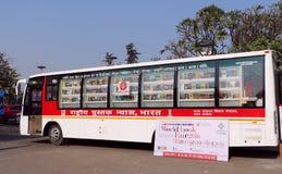 Buchladen in beweglichem Bus Stockfoto