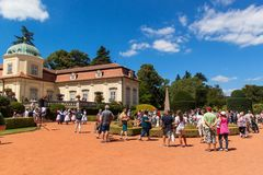 Buchlovice, republika czech, Lipiec 29, 2017: Barokowa górska chata Buchlovice czyj budowa zaczynał przed 1700, Otwarcie ogródy Zdjęcie Royalty Free