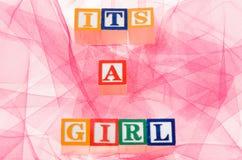 Buchstabe blockiert die seine Rechtschreibung 'ein Mädchen' Stockfotografie