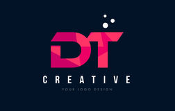 Buchstabe-Logo Papierlösekorotrones D T mit purpurrotem niedrigem rosa Dreieck-Polykonzept Stockfotografie
