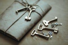 Buchstabe und die Schlüssel Stockfotos