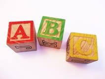 Buchstaben ABC auf Vorschule scherzt Holzklotz Lizenzfreies Stockbild